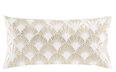 Kissen aus weißer Baumwolle mit goldfarbenen grafischen Motiven 30×60